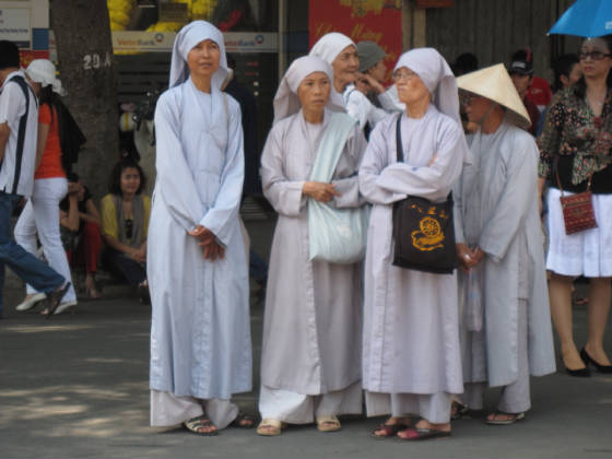 Buddhist nuns on Tet outing - Nguyen Hue, Siagon